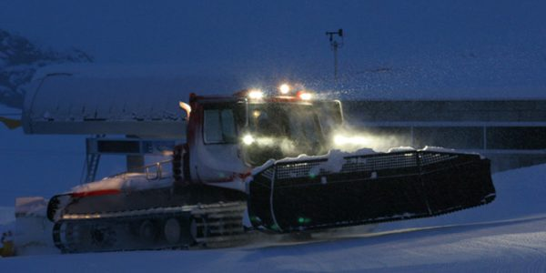 Night-time-Piste-Basher-Ride