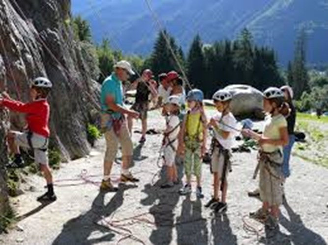 children_rock_climbing morzine